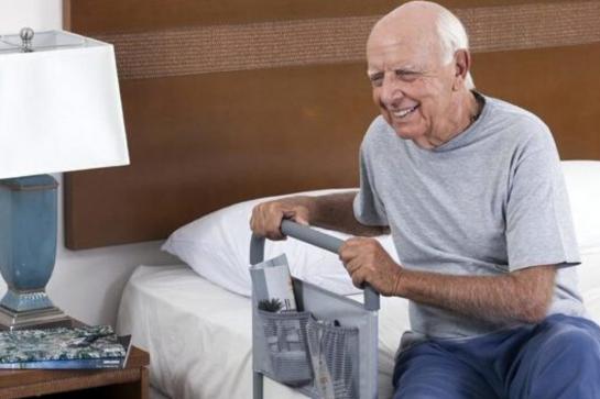 5 itens de segurança e conforto para uma boa noite de sono de idosos