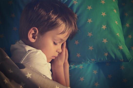 Sono infantil: criar uma rotina ajuda a criança a dormir melhor?