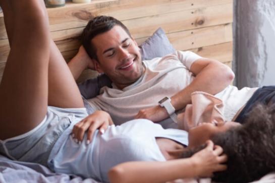 Dormir com pernas elevadas ajuda a diminuir as varizes? Entenda!